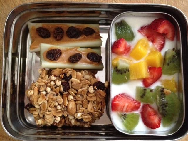 What's in Your Little's Lunchbox? 35+ Healthy Snacks Your Kids Will Gobble Up! | www.mixwellness.com